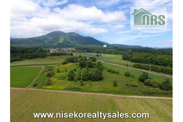 Mt Niseko Annupuri and Niseko Village ski resorts views.