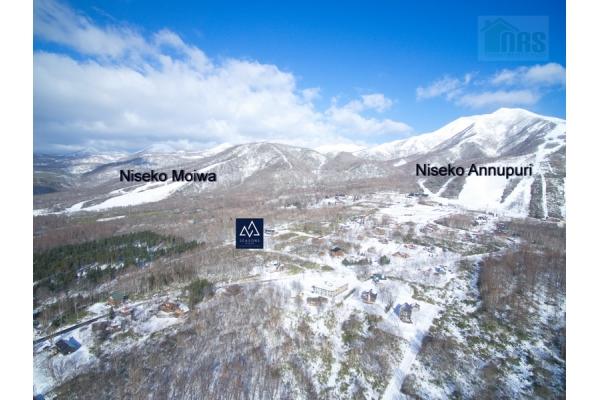 Location of SEASONS Niseko with Niseko Moiwa and Niseko Annupuri ski resorts.