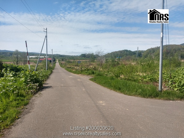 Kutchan Sub-division Developmemt Land showing 5m wide town road to North-east of property.